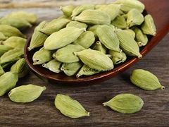 VEDELA Naturals-Green Cardamom Whole Big Size Elaichi Treats Skin Problems (100 G) (Pack of 1)