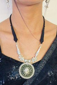 Women Stylish & Fashionable Lace Necklace (Pack of 1)