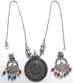 Trendy Design Simple yet Chic Pendant with Colourful Earrings Set
