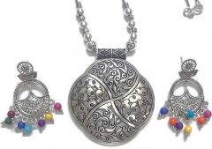 Lovely Simple yet Chic Pendant with Beautiful Earrings (Size:-5cmx4cmx2cm)