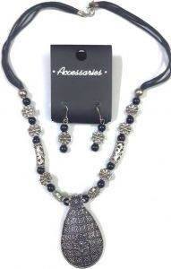 Jasmin Trendy Simple Design yet Chic Pendant with Colourful Earrings